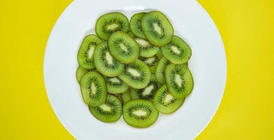how to eat kiwi
