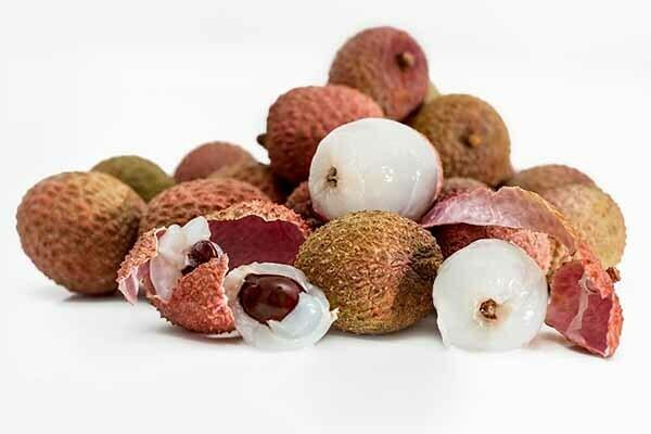 how to peel lychee